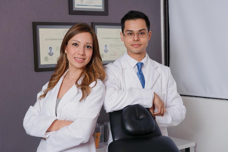 Dr. Med. Osvaldo Vázquez y Dra. Fara Sevilla / Der
