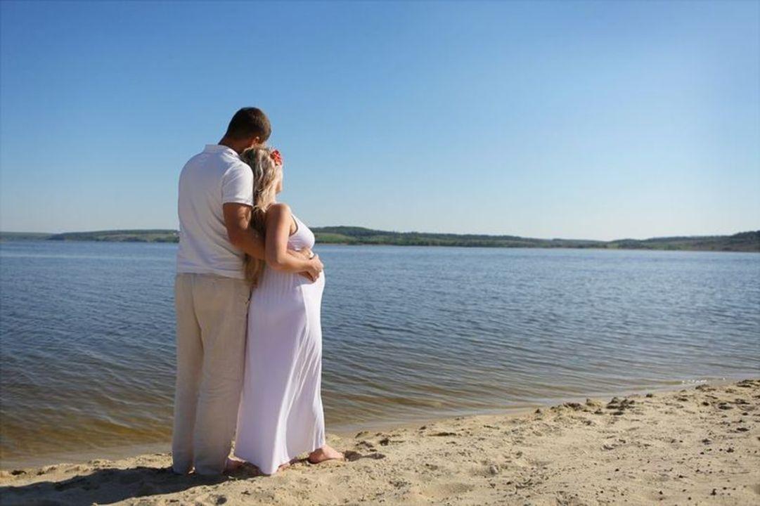 Doc preview pareja embarazada  lago