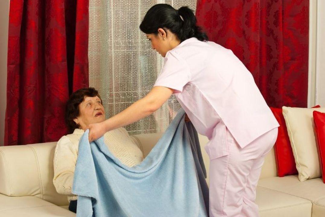 Doc preview enfermera y paciente 3a edad