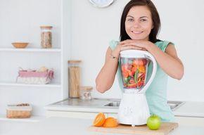 Tip list mujer preparando alimentos