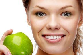 Tip list mujer joven y manzana