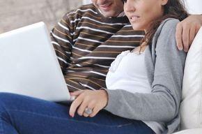 Tip list pareja frente a lap top