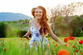 Tip list moda estampas flores mujer feliz getty mujima20120913 0055 31