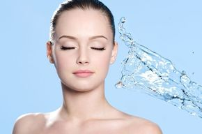 Tip list hermosa mujer y agua