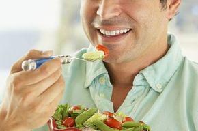 Tip list 123 hombre comiendo